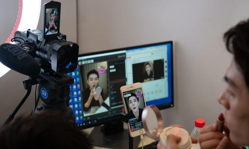 US or China: Who Does Beauty Livestreaming Better?