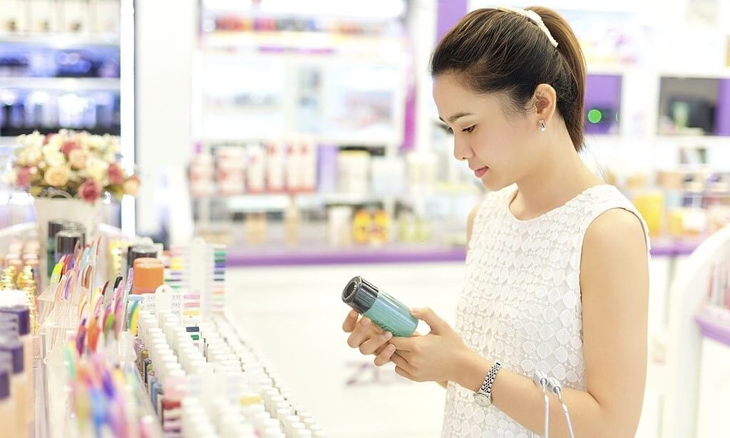 The Surrogate Shoppers Bringing International Beauty to Chinese Consumers